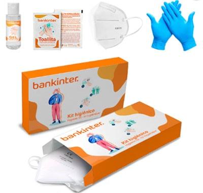 Kit de protección higiénica compuesto de un gel hidroalcoholico desinfectante de 30 ml, una toallita desinfectante, una mascarilla kn95 y un par de guantes. Presentado en caja de cartón totalmente personalizada.