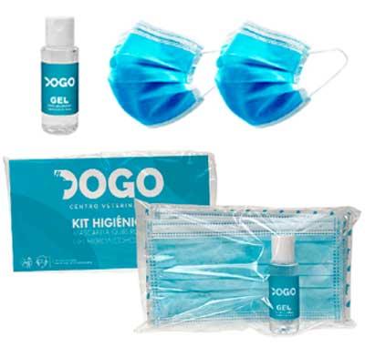Kits de protección higiénica personalizados, compuestos de dos mascarillas quirúrgicas y un bote de 30 ml de gel hidroalcoholico desinfectante. Presentado en flowpack con tarjetón personalizado.