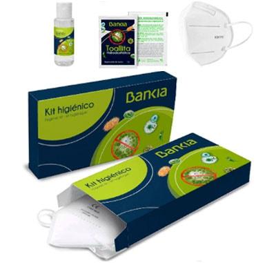 Kit sanitario de protección higiénica compuesto de un gel hidroalcoholico desinfectante de 30 ml, una toallita desinfectante, una mascarilla KN95-FFP2. Presentado en caja de cartón totalmente personalizada.