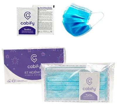 Kit higiénico compuesto de una mascarilla quirúrgica y una toallita desinfectante, Presentado en flowpack individual con tarjetón personalizado.