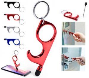 Llavero metálico con forma especial para abrir puertas y multitud de otras acciones para evitar el contacto con las superficies para evitar contagios.
