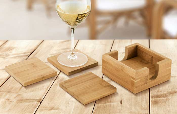 Posavasos personalizados de madera de bambú.